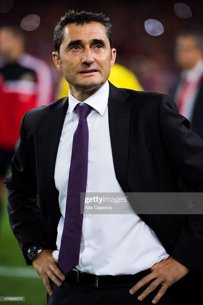 Head coach <a gi-track='captionPersonalityLinkClicked' href=/galleries/search?phrase=Ernesto+Valverde&family=editorial&specificpeople=2498803 ng-click='$event.stopPropagation()'>Ernesto Valverde</a> of Athletic Club looks dejected after the Copa del Rey Final between Athletic Club and FC Barcelona at Camp Nou on May 30, 2015 in Barcelona, Spain.