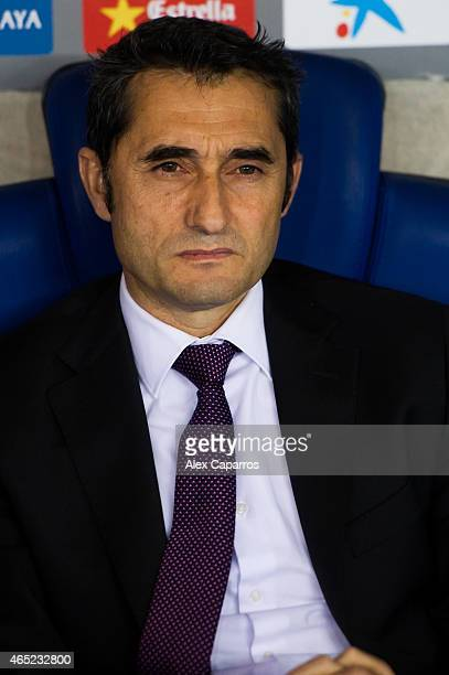 Head coach Ernesto Valverde of Athletic Club looks on during the Copa del Rey SemiFinal Second Leg match between RCD Espanyol and Athletic Club at...
