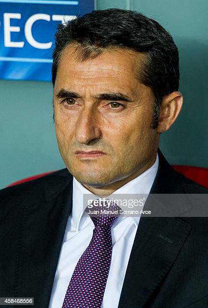 Head coach Ernesto Valverde of Athletic Club looks on prior the UEFA Champions League Group H match between Athletic Club and FC Porto at San Mames...