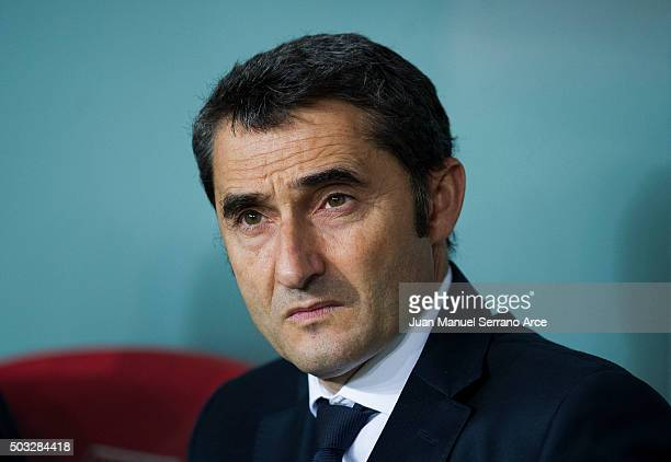 Head coach Ernesto Valverde of Athletic Club looks on prior to the start the La Liga match between Athletic Club and UD Las Plamas at San Mames...