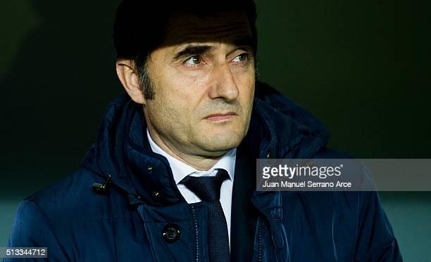 Head coach Ernesto Valverde of Athletic Club looks on prior to the start the La Liga match between Athletic Club Bilbao and RC Deportivo La Coruna at...