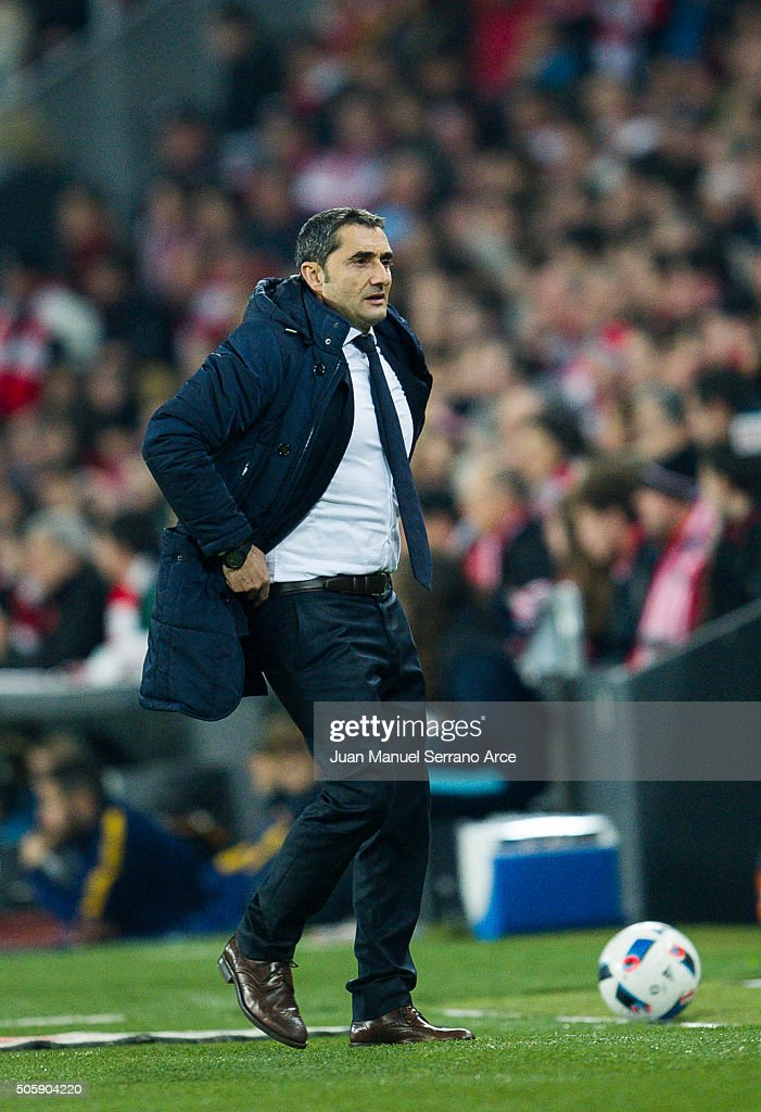 Head coach <a gi-track='captionPersonalityLinkClicked' href=/galleries/search?phrase=Ernesto+Valverde&family=editorial&specificpeople=2498803 ng-click='$event.stopPropagation()'>Ernesto Valverde</a> of Athletic Club reacts during the Copa del Rey Quarter Final First Leg match between Athletic Club and FC Barcelola at San Mames Stadium on January 20, 2016 in Bilbao, Spain.