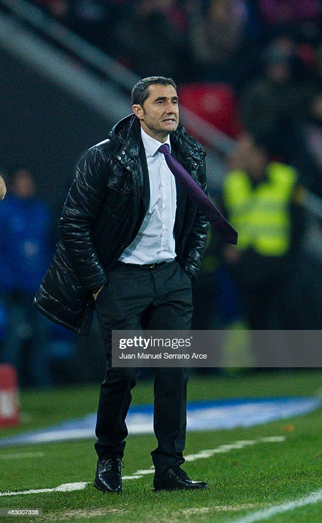 Head coach <a gi-track='captionPersonalityLinkClicked' href=/galleries/search?phrase=Ernesto+Valverde&family=editorial&specificpeople=2498803 ng-click='$event.stopPropagation()'>Ernesto Valverde</a> of Athletic Club reacts during the La Liga match between Athletic Club and FC Barcelona at San Mames Stadium on February 8, 2015 in Bilbao, Spain.