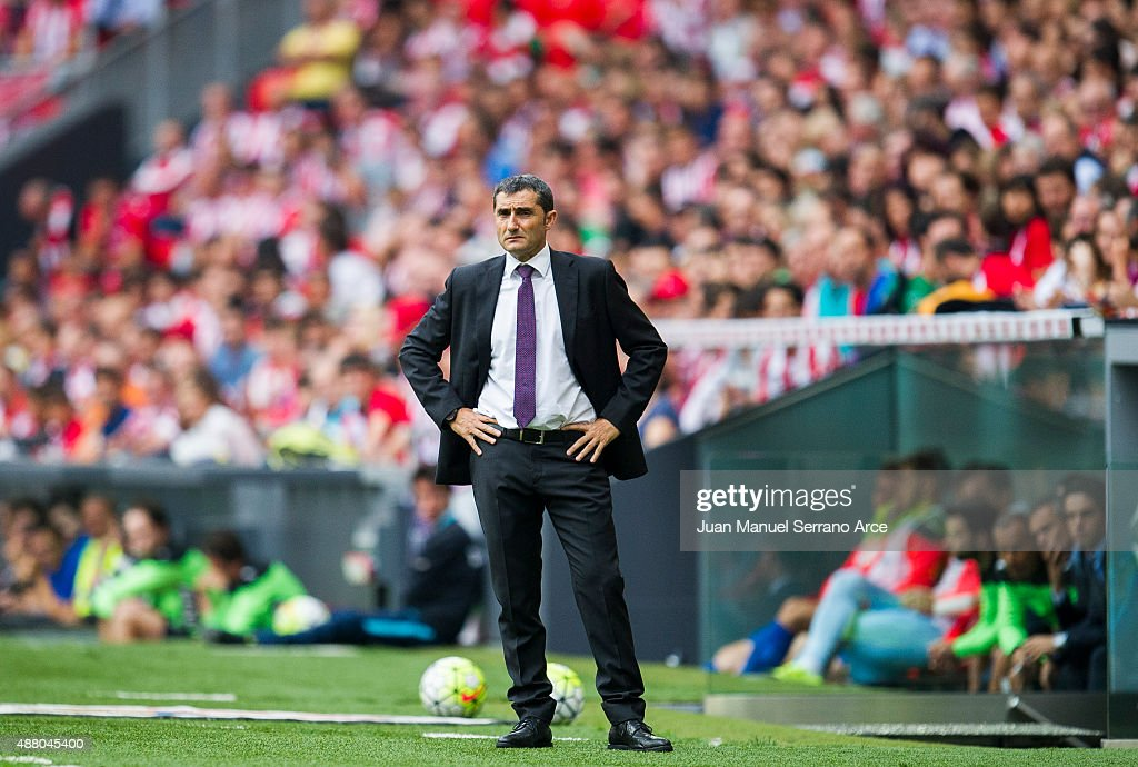 Head coach <a gi-track='captionPersonalityLinkClicked' href=/galleries/search?phrase=Ernesto+Valverde&family=editorial&specificpeople=2498803 ng-click='$event.stopPropagation()'>Ernesto Valverde</a> of Athletic Club reacts during the La Liga match between Athletic Club and Getafe CF at San Mames Stadium on September 13, 2015 in Bilbao, Spain.