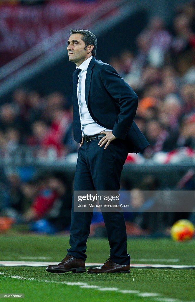Head coach <a gi-track='captionPersonalityLinkClicked' href=/galleries/search?phrase=Ernesto+Valverde&family=editorial&specificpeople=2498803 ng-click='$event.stopPropagation()'>Ernesto Valverde</a> of Athletic Club reacts during the La Liga match between Athletic Club Bilbao and Villarreal CF at San Mames Stadium on February 6, 2016 in Bilbao, Spain.