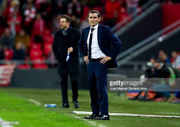 Head coach Ernesto Valverde of Athletic Club reacts during the UEFA Europa League group F match between Athletic Club and US Sassuolo Calcio at the...