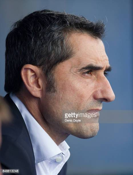 Head coach Ernesto Valverde of FC Barcelona looks on during the La Liga match between Getafe and Barcelona at Coliseum Alfonso Perez on September 16...