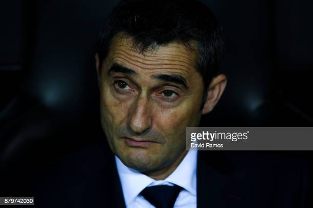 Head coach Ernesto Valverde of FC Barcelona looks on during the La Liga match between Valencia and Barcelona at Mestalla stadium on November 26 2017...