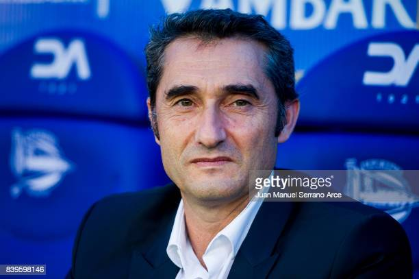 Head coach Ernesto Valverde of FC Barcelona looks on prior to the start the La Liga match between Deportivo Alaves and Barcelona at Estadio de...