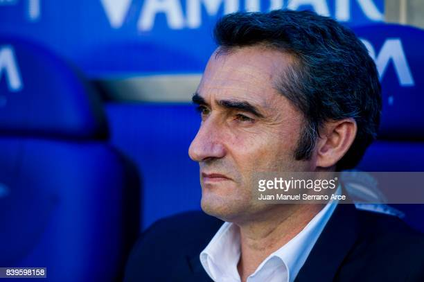 Head coach Ernesto Valverde of FC Barcelona looks on prior to the start the La Liga match between Deportivo Alaves and Barcelona at Estadio de...