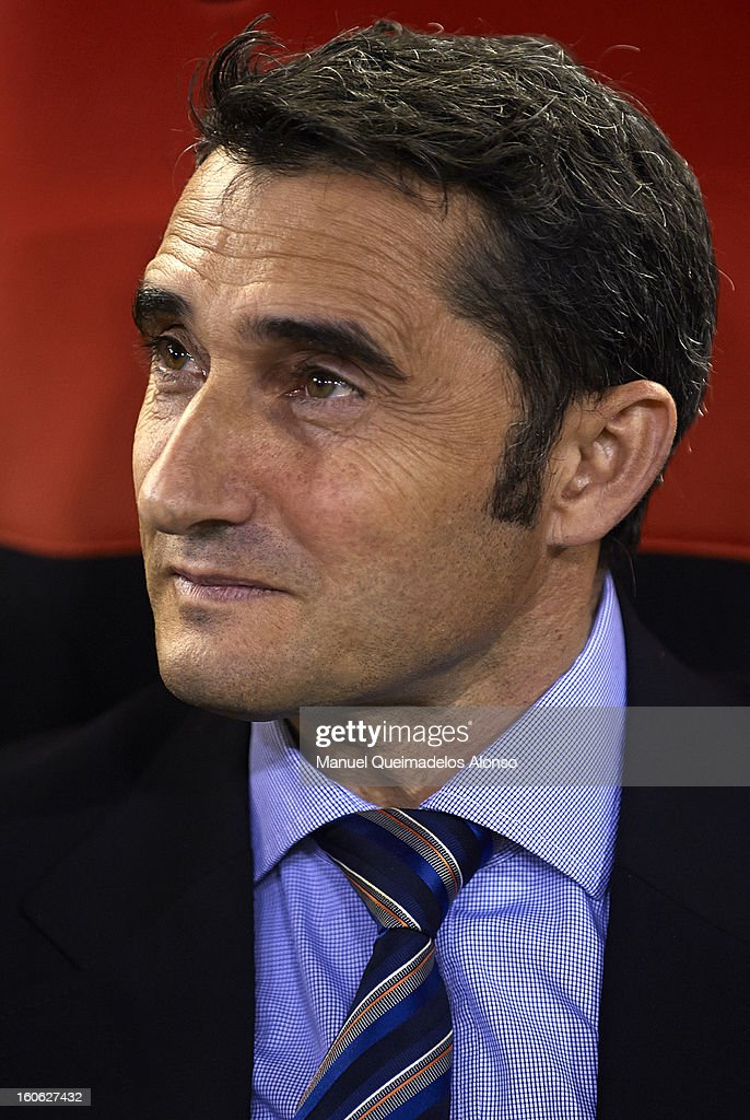 Head Coach <a gi-track='captionPersonalityLinkClicked' href=/galleries/search?phrase=Ernesto+Valverde&family=editorial&specificpeople=2498803 ng-click='$event.stopPropagation()'>Ernesto Valverde</a> of Valencia looks on during the La Liga match between Valencia and Barcelona Estadio Mestalla on February 3, 2013 in Valencia, Spain.