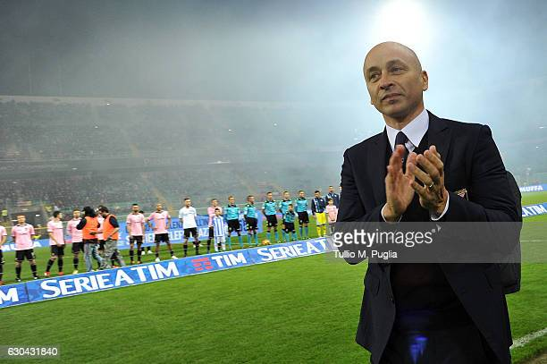 Head coach Eugenio Corini of Palermo greets supporters during the Serie A match between US Citta di Palermo and Pescara Calcio at Stadio Renzo...