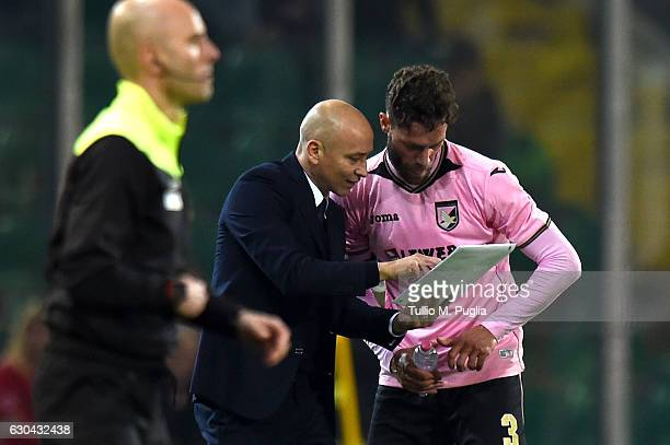 Head coach Eugenio Corini of Palermo issues instructions to Andrea Rispoli during the Serie A match between US Citta di Palermo and Pescara Calcio at...