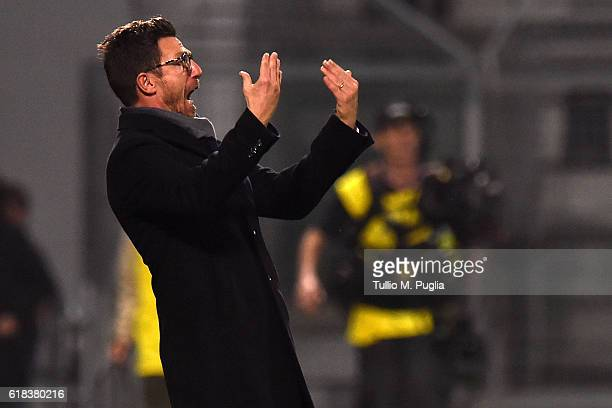 Head coach Eusebio Di Francesco of Empoli issues instructions during the Serie A match between US Sassuolo and AS Roma at Mapei Stadium Citta' del...
