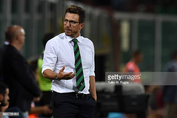 Head Coach Eusebio Di Francesco of Sassuolo gestures during the Serie A match between US Citta di Palermo and US Sassuolo at Stadio Renzo Barbera on...