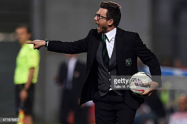 Head coach Eusebio Di Francesco of Sassuolo issues instructions during the Serie A match between US Sassuolo Calcio and US Citta di Palermo on May 2...