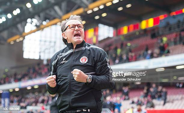 Head coach Ewald Lienen of FC St Pauli during the second bundesliga match between 1 FC Kaiserslautern and FC St Pauli at FritzWalter Stadion on...