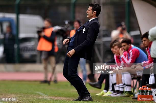 Head coach Fabio Grosso of Juventus reacts during the Viareggio Juvenile Tournament match between FC Juventus and US Citta di Palermo on March 30...