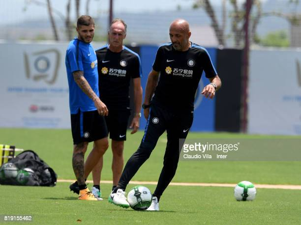 Head coach FC Internazionale Luciano Spalletti and Mauro Icardi in action during a FC Interazionale training session at Suning training center on...