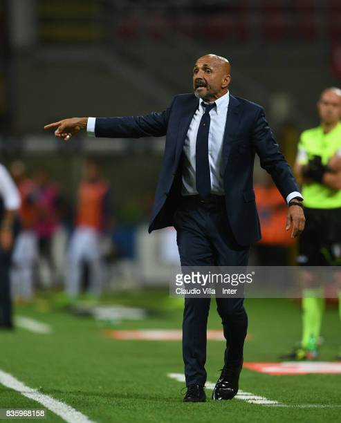 Head coach FC Internazionale Luciano Spalletti reacts during the Serie A match between FC Internazionale and ACF Fiorentina at Stadio Giuseppe Meazza...
