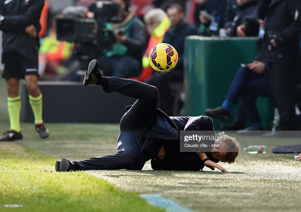 Head coach FC Internazionale <a gi-track='captionPersonalityLinkClicked' href=/galleries/search?phrase=Roberto+Mancini&family=editorial&specificpeople=234429 ng-click='$event.stopPropagation()'>Roberto Mancini</a> reacts during the Serie A match between FC Internazionale Milano and Genoa CFC at Stadio Giuseppe Meazza on January 11, 2015 in Milan, Italy.