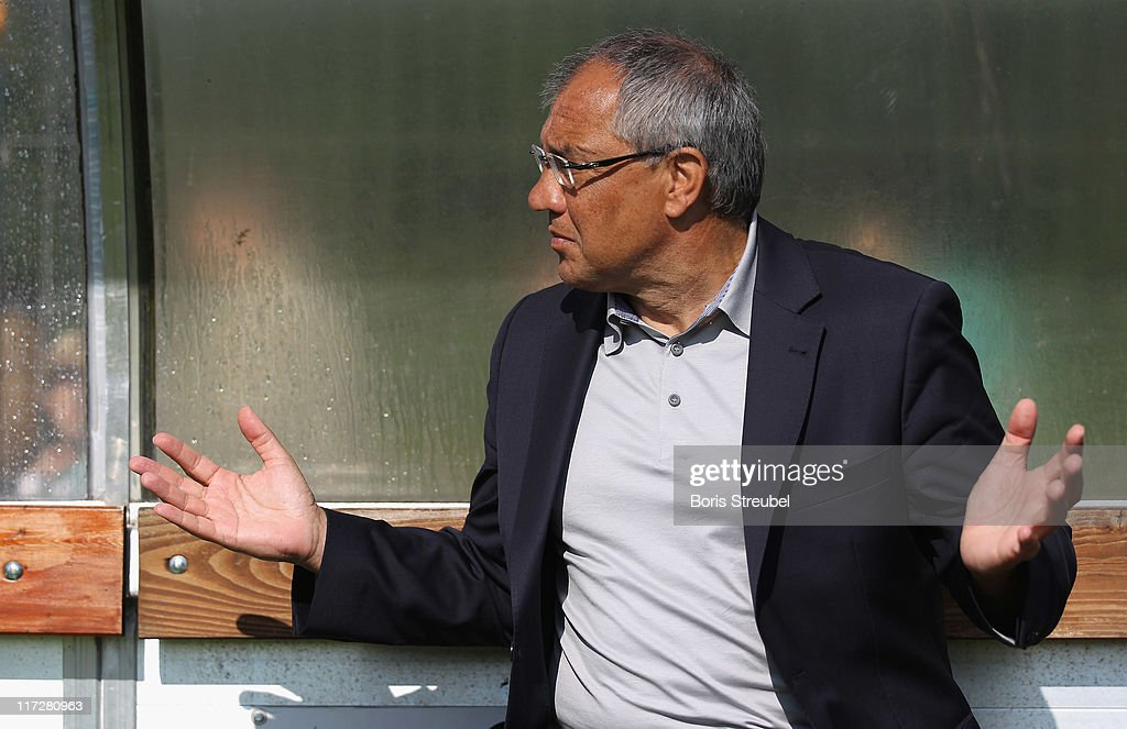 Head coach <a gi-track='captionPersonalityLinkClicked' href=/galleries/search?phrase=Felix+Magath&family=editorial&specificpeople=206318 ng-click='$event.stopPropagation()'>Felix Magath</a> of Wolfsburg reacts prior to the pre-season friendly match between TuS Neudorf-Platendorf and VfL Wolfsburg at ' Flutmulde' on June 24, 2011 in Gifhorn, Germany.