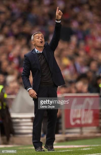 Head coach Fran Escriba of Villarreal CF reacts during the La Liga match between Club Atletico de Madrid and Villarreal CF at estadio Vincente...