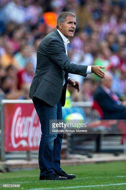 Head coach Francisco Herrera of UD Las Palmas gives instructions during the La Liga match between Club Atletico de Madrid and UD Las Palmas at...