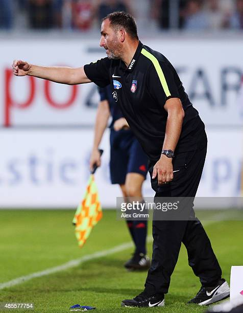 Head coach Frank Schmidt of Heidenheim reacts during the Second Bundesliga match between 1 FC Heidenheim and 1 FC Kaiserslautern at VoithArena on...