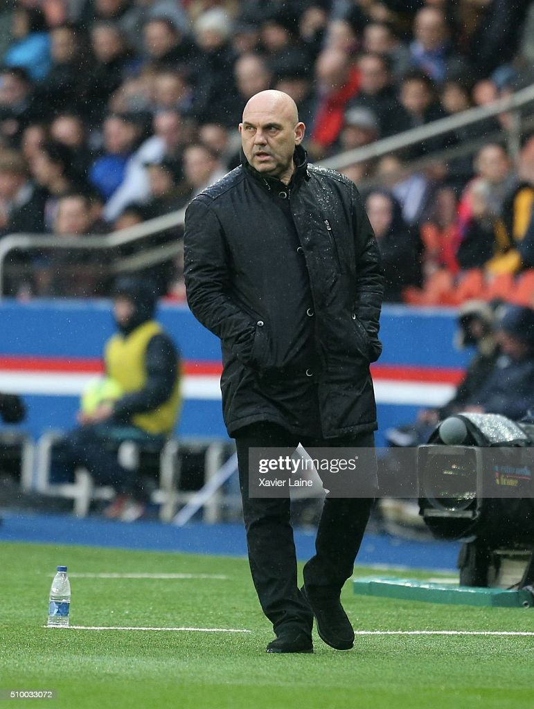 Head coach <a gi-track='captionPersonalityLinkClicked' href=/galleries/search?phrase=Frederic+Antonetti&family=editorial&specificpeople=865797 ng-click='$event.stopPropagation()'>Frederic Antonetti</a> of Lille LOSC during the French Ligue 1 between Paris Saint-Germain and Lille OSC at Parc Des Princes on february 13, 2016 in Paris, France.