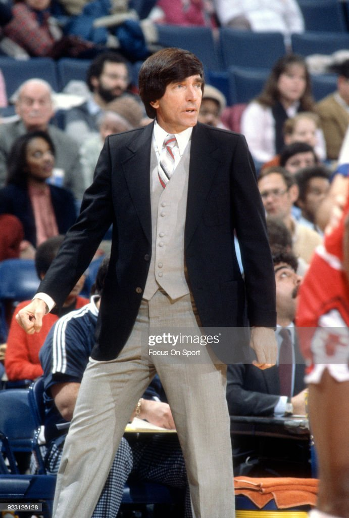 Head coach Gene Shue of the Washington Bullets looks on against the Chicago Bulls during an NBA basketball game circa 1982 at the Capital Centre in Landover, Maryland. Shue coached the Washington Bullets from 1980-86.