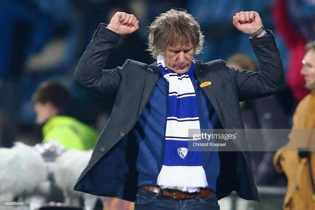 Head coach Gertjan Verbeek of Bochum celebrates after the Second Bundesliga match between VfL Bochum and Eintracht Braunschweig at Rewirpower Stadium...