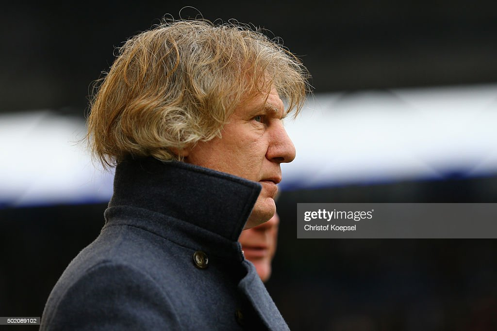 Head coach Gertjan Verbeek of Bochum looks on during the Second Bundesliga match between MSV Duisburg and VfL Bochum at SchauinslandReisenArena on...
