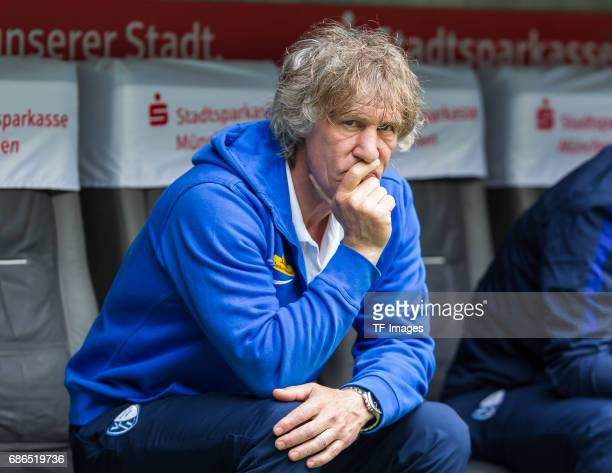 Head coach Gertjan Verbeek of Bochum looks on during the Second Bundesliga match between TSV 1860 Muenchen and VfL Bochum at Allianz Arena on May 14...
