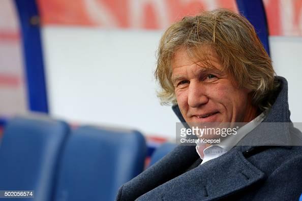 Head coach Gertjan Verbeek of Bochum looks on prior to the Second Bundesliga match between MSV Duisburg and VfL Bochum at SchauinslandReisenArena on...