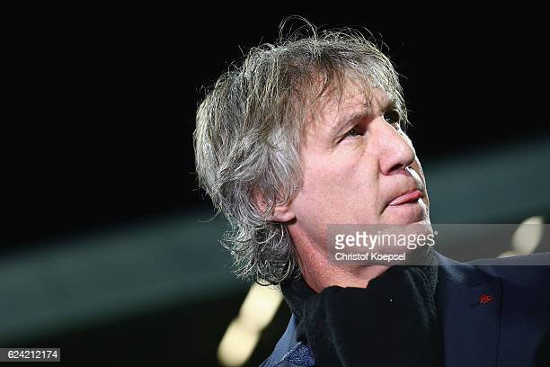 Head coach Gertjan Verbeek of Bochum looks on prior to the Second Bundesliga match between VfL Bochum 1848 and Eintracht Braunschweig at Vonovia...