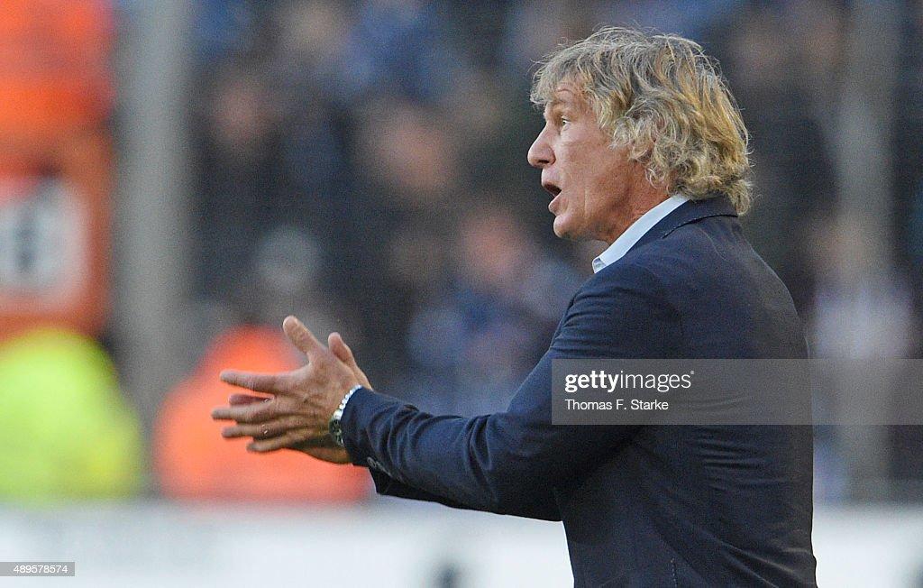 Head coach Gertjan Verbeek of Bochum reacts during the Second Bundesliga match between Arminia Bielefeld and VfL Bochum at Schueco Arena on September...