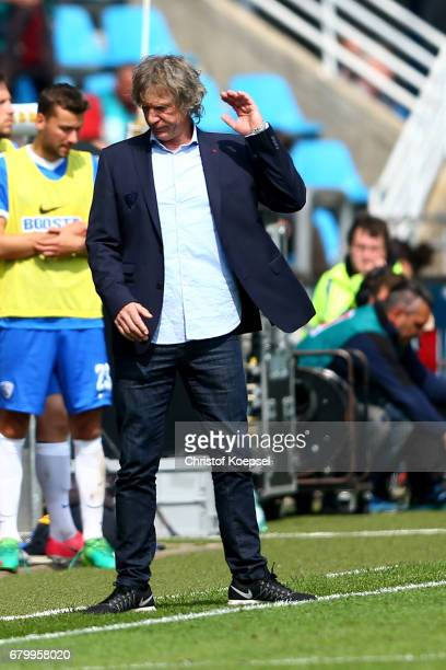 Head coach Gertjan Verbeek of Bochum reacts during the Second Bundesliga match between VfL Bochum 1848 and DSC Arminia Bielefeld at Vonovia...