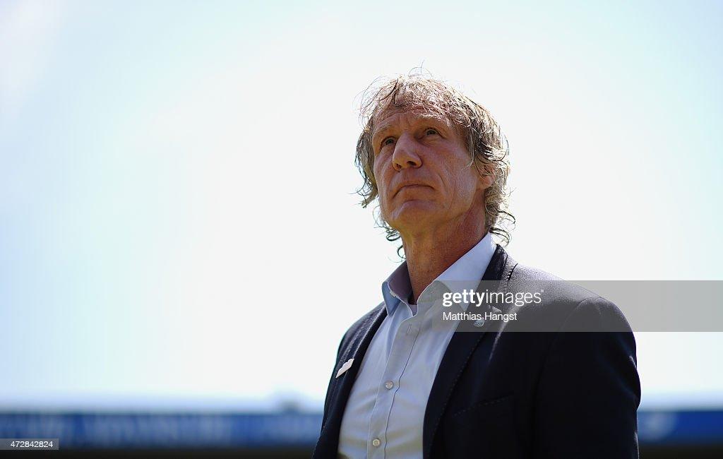 Head coach Gertjan Verbeek of Bochum seen prior to the Second Bundesliga match between VfL Bochum and FC Ingolstadt at Rewirpower Stadium on May 10...