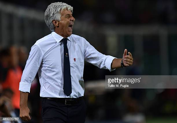Head Coach Gian Piero Gasperini of Genoa issues instructions during the Serie A match between US Citta di Palermo and Genoa CFC at Stadio Renzo...