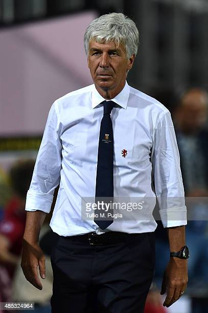Head Coach Gian Piero Gasperini of Genoa looks on during the Serie A match between US Citta di Palermo and Genoa CFC at Stadio Renzo Barbera on...