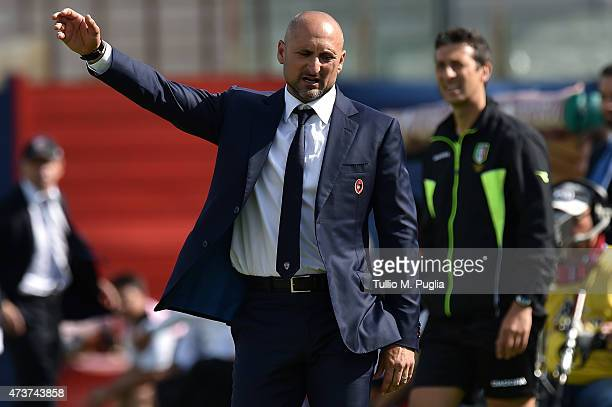Head Coach Gianluca Festa of Cagliari gestures during the Serie A match between Cagliari Calcio and US Citta di Palermo at Stadio Sant'Elia on May 17...