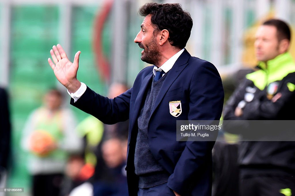 Head Coach Giovanni Bosi of Palermo issues instructions during the Serie A match between US Citta di Palermo and Torino FC at Stadio Renzo Barbera on February 14, 2016 in Palermo, Italy.