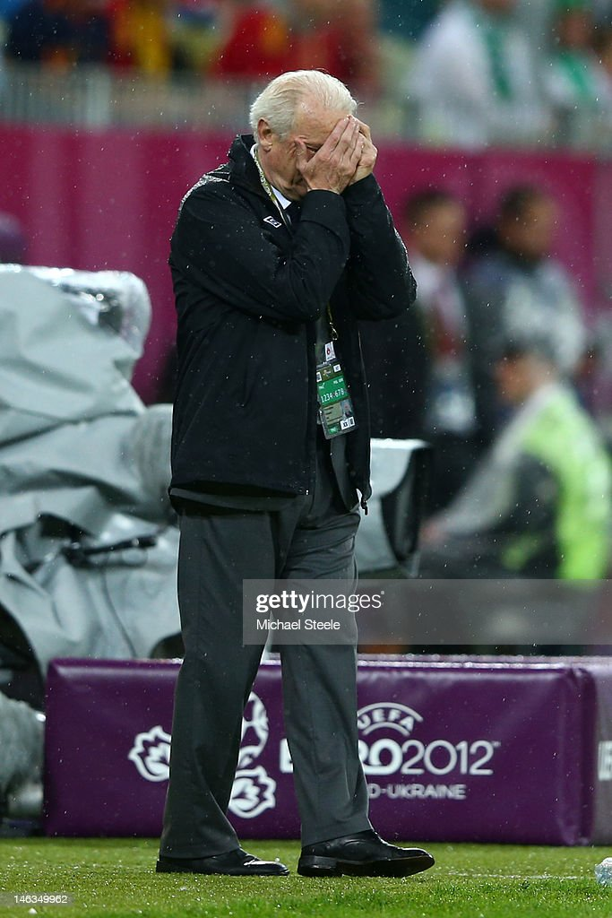 Head Coach <a gi-track='captionPersonalityLinkClicked' href=/galleries/search?phrase=Giovanni+Trapattoni&family=editorial&specificpeople=209002 ng-click='$event.stopPropagation()'>Giovanni Trapattoni</a> of Republic of Irelandputs his head in hands during the UEFA EURO 2012 group C match between Spain and Ireland at The Municipal Stadium on June 14, 2012 in Gdansk, Poland.