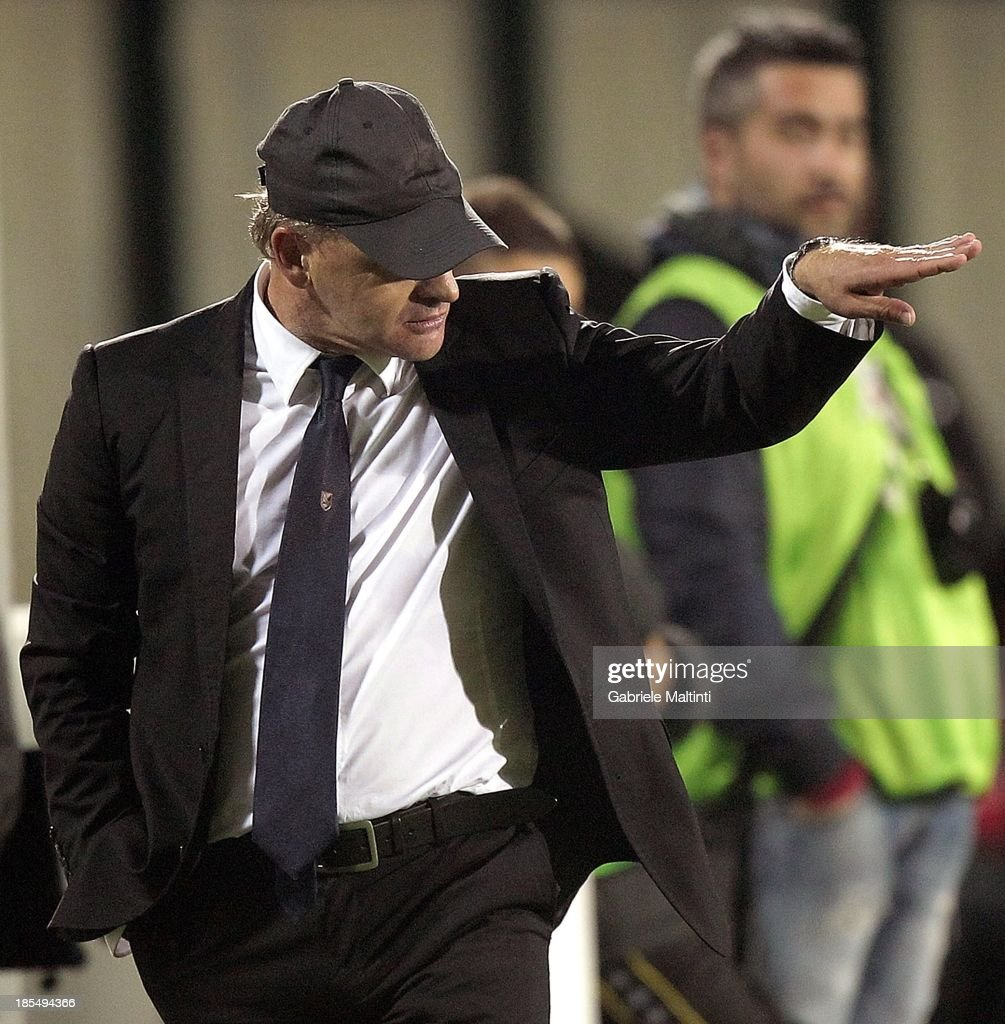 Head coach Giuseppe Iachini of US Citta' di Palermo gestures during the Serie B match between AC Siena and US Citta di Palermo at Artemio Franchi - Mps Arena on October 21, 2013 in Siena, Italy.