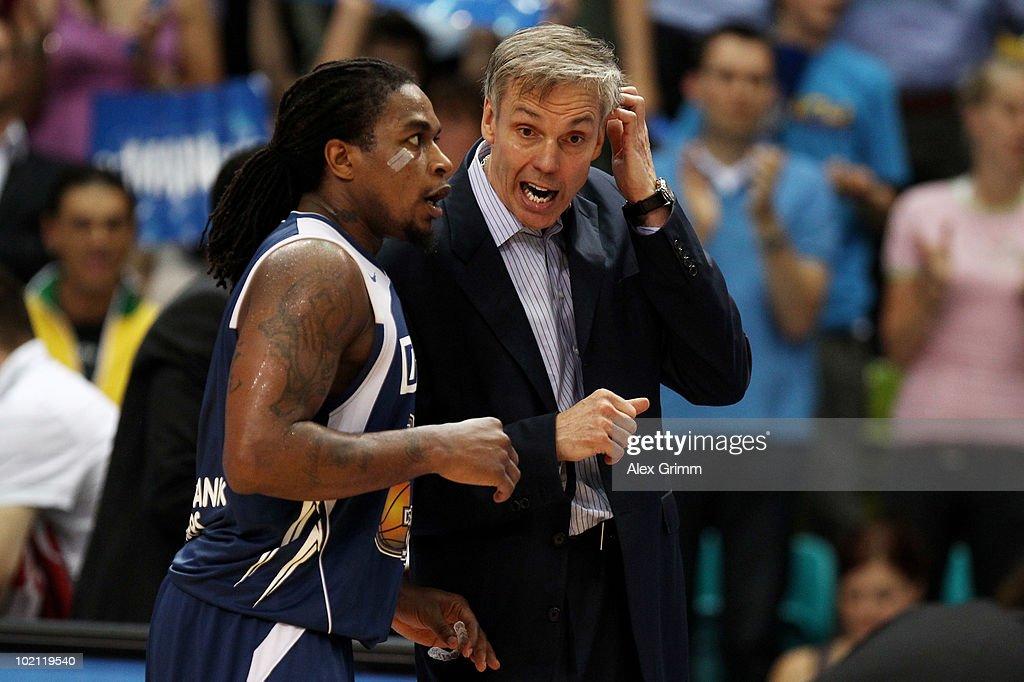 Head coach Gordon Herbert of Frankfurt talks to Aubrey Reese during game four of the Beko Basketball Bundesliga play off finals between Deutsche Bank...