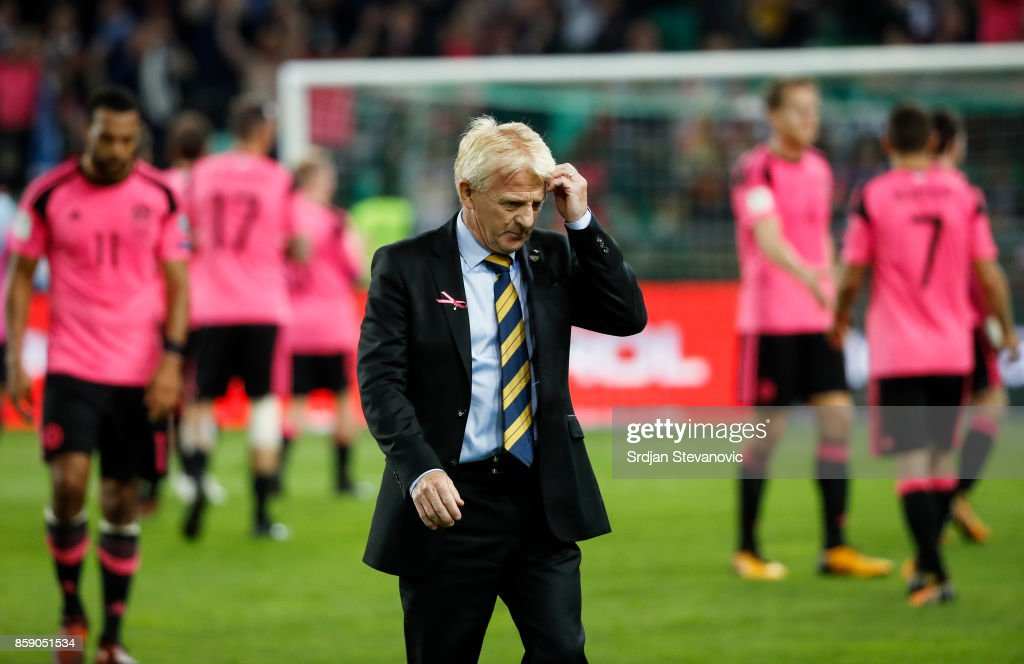 Head coach Gordon Strachan (C) of Scotland looks dejected after the FIFA 2018 World Cup Qualifier match between Slovenia and Scotland at stadium Stozice on October 08, 2017 in Ljubljana, Slovenia.