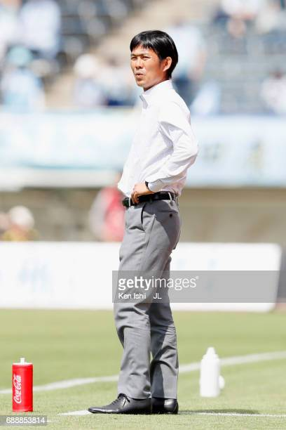 Head coach Hajime Moriyasu of Sanfrecce Hiroshima looks on during the JLeague J1 match between Sanfrecce Hiroshima and Jubilo Iwata at Edion Stadium...
