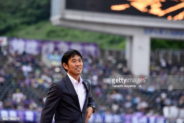 Head coach Hajime Moriyasu of Sanfrecce Hiroshima looks on prior to the JLeague J1 match between Sanfrecce Hiroshima and Omiya Ardija at Edion...
