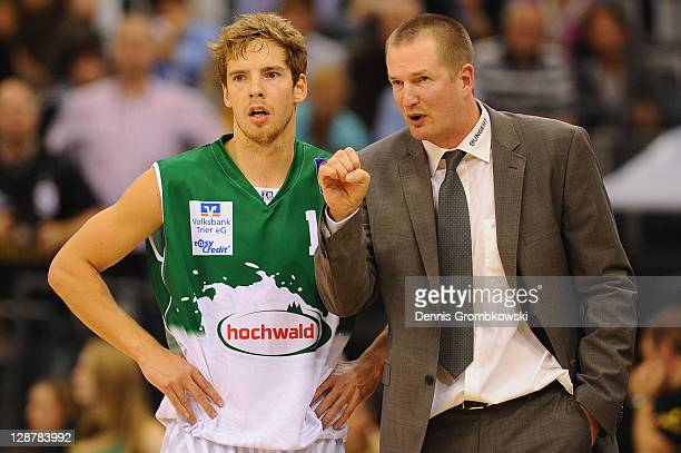 Head coach Henrik Roedl of Trier talks to Oskar Fassler during the BEKO BBL Bundesliga match between TBB Trier and Eisbaeren Bremerhaven at Arena...